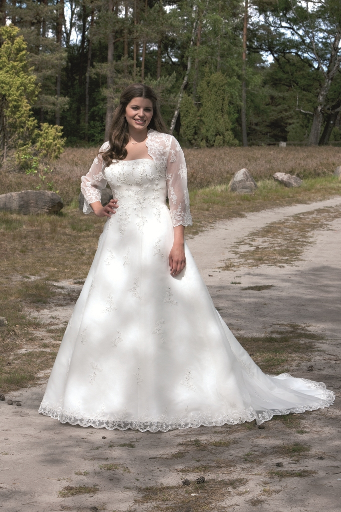Ziemlich Brautkleid Für Große Frauen Ideen - Brautkleider Ideen ...