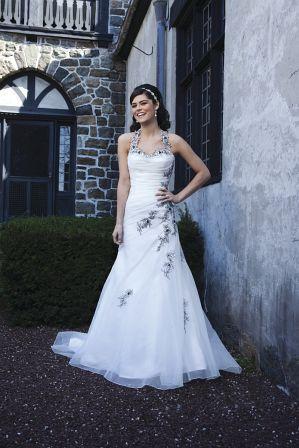 Hochzeitskleider reich bestickt erhätlich auch in creme