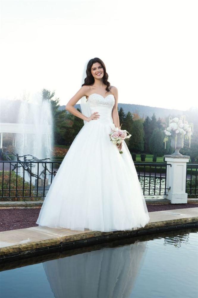 Sincerity, die Brautkleider der Kollektion 2014 bei Alexa Brautmoden